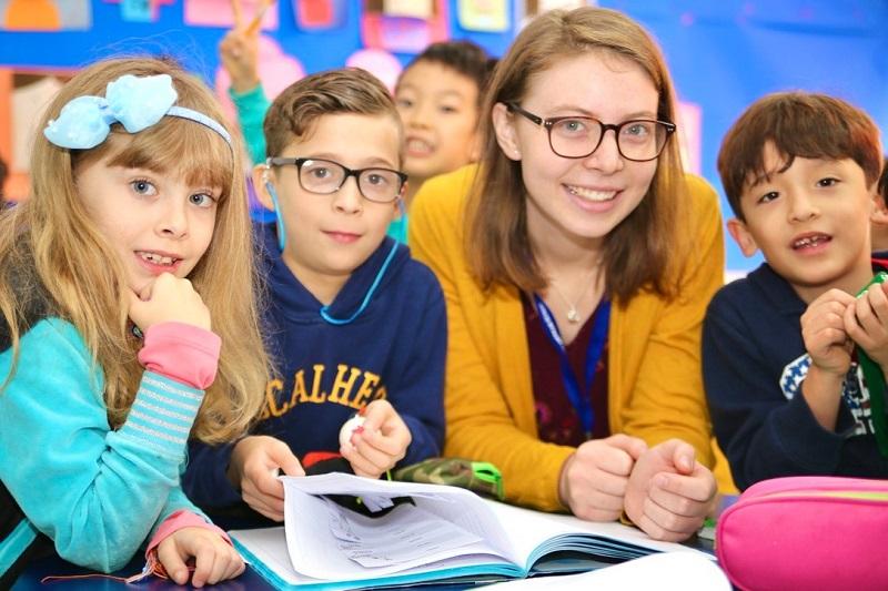 https://go.teachbeyond.org/site-content/uploads/sites/12/2021/03/children-with-teacher.jpg